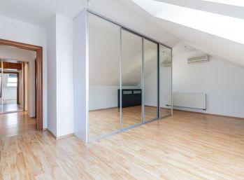 Predaj veľkometrážneho 3 izb. bytu s loggiou, 90 m2, kúpou ihneď voľný! Hlboká ulica