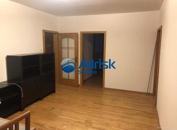 NA PREDAJ - Veľký 5 izbový byt s balkónom - Karlová Ves