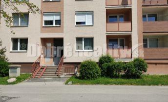 Exkluzívne len u nás 2-izbový priestranný byt na Komárňanskej ulici v Nových Zámkov na dlhodobý PRENÁJOM!