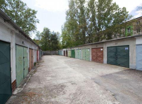 PREDANÁ - Na predaj garáž s pozemkom s montážnou jamou a elektrikou v Ružinove na ulici Planét