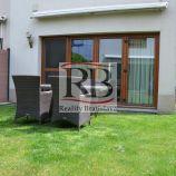 Kompletne klimatizovaný dom, s nenáročnou záhradou + 2 parkovacie miesta