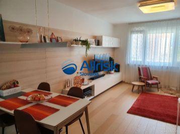 KRÁSNY - Kompletne zrekonštruovaný 4 izbový byt - Petržalka