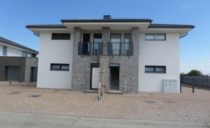 Novostavba moderný 3-izbový byt s garážou a záhradou v Galante posledný voľný byt!