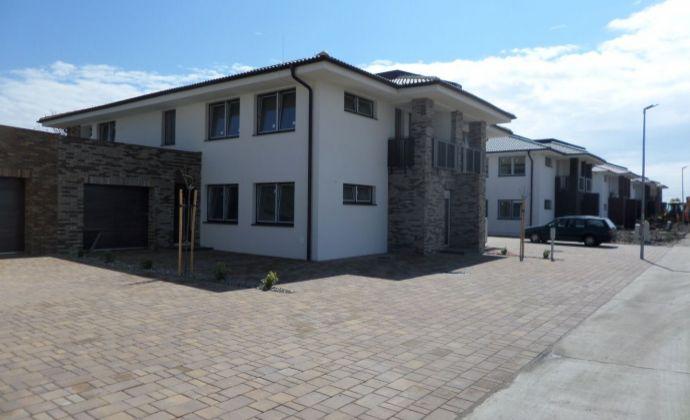 Rezervovaný! Novostavba 3-izbový byt s terasou a 2 parkovacími miestami v Galante