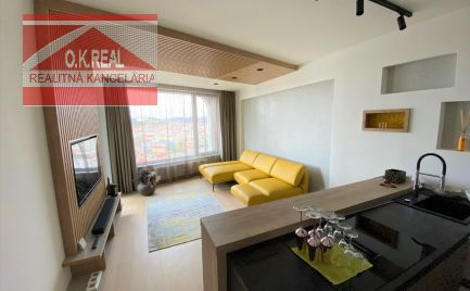 Ponúkame na prenájom krásny, luxusný 2 izbový byt na Továrenskej ulici v novostavbe SKY PARK v centre Bratislavy