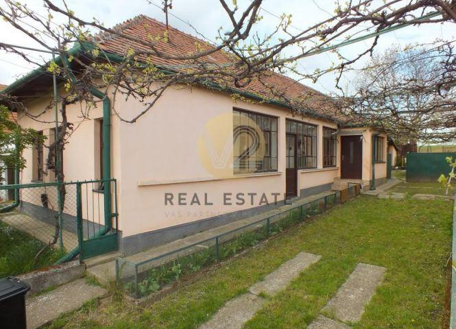 Rodinný dom - Golianovo - Fotografia 1