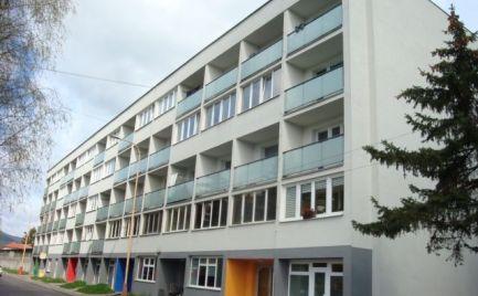 SUPER 1i byt s 2 lodžiami v Ružomberku (200 m od ÚVN)