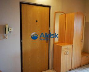 NA PREDAJ 3-izbový slnečný byt s výbornou dispozíciou