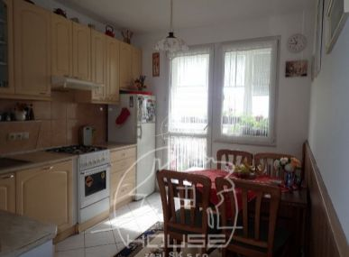 PREDAJ: 4 izbový byt v Petržalke