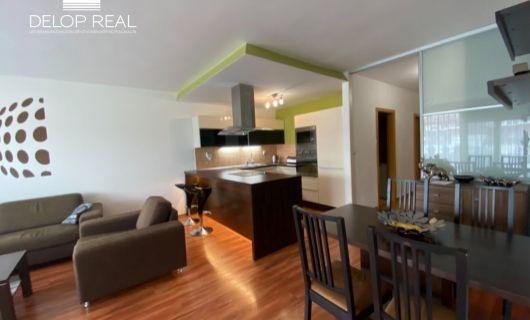 Priestranný 2 izbový zariadený byt s krásnym výhľadom a garážovím státim