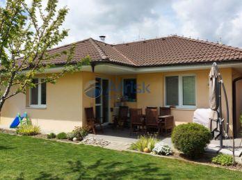 3 izbový bungalov s garážou a krásnou záhradkou na predaj - Čierny Brod