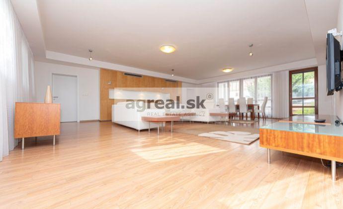 3-izbový priestranný 169 m² byt, nadštandard, zariadený, Ventúrska ulica, 4.posch.