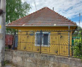 2 izbový RD s murovanou garážou na peknom pozemku Kajal