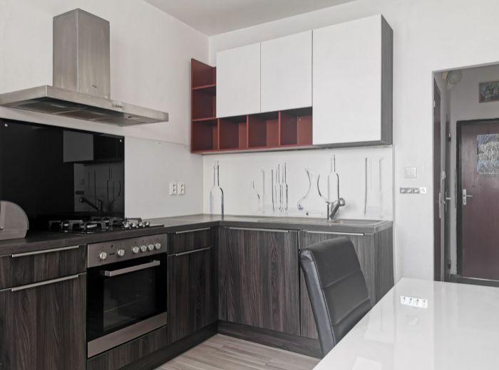 MAJERNÍKOVA, 4-i byt, 83 m2 - BLÍZKO LESA, pokoj a ticho, VÝHĽAD NA ZÁPAD SLNKA, zrekonštruovaný dom