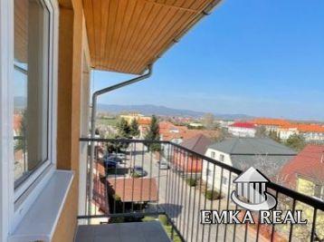 NOVOSTAVBA s vlastným kúrením - 2 izb. byt s balkónom v obci Viničné s krásnym výhľadom na Karpaty