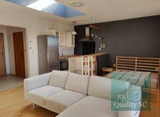 SENEC - NA PREDAJ 1 izbový zariadený byt s klimatizáciou v 11 ročnej tehlovej zateplenej bytovke v centre mesta - Nám. 1. mája v Senci