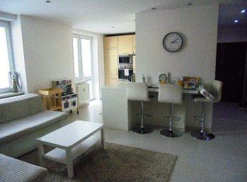 KUZMÁNYHO - 3-i byt 70 m2, TEHLA nadčasová rekonštrukcia, BALKÓN