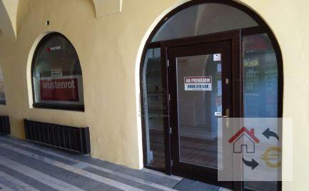 21 m2 na prenájom pre malý obchod alebo aj služby.