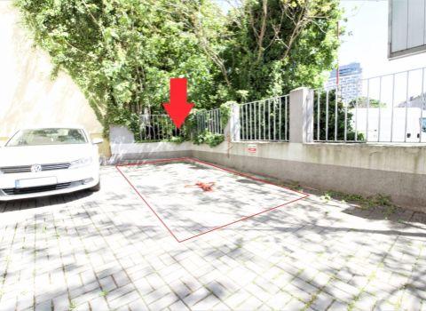 PREDANÉ - vonkajšie parkovacie státie v centre mesta na Jelenej ulici