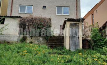 Exkluzivne!...dvojgeneračný rodinný dom v obci Machulince, okres Zlaté Moravce