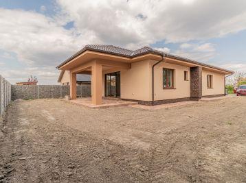 Predaj 4 izb. novostavby RD, typu bungalov, na 4,87á pozemku, Horný Bar
