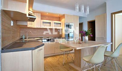 REZERVOVANÉ - Na predaj veľmi príjemný a priestranný 3 izbový byt (75m2) so zariadením v novovzniknutej lokalite