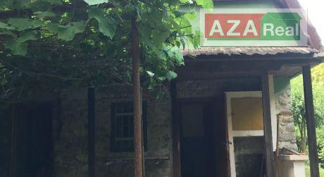 Atraktívny pozemok s chatou vo Fialkovej doline v Devíne je na predaj