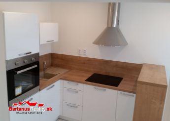 Na predaj kompletne zrekonštruovaný 2 izbový byt v blízkosti centra Trenčína, Legionárska ulica.