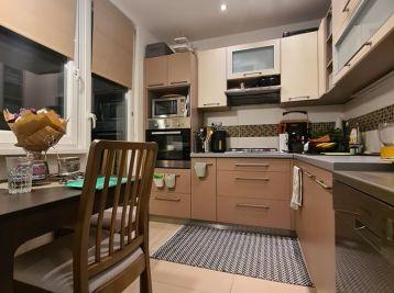 Predaj - pekne zrekonštruovaný a prakticky riešený 2.izb byt s 3x loggiou v Nitre na Chrenovej