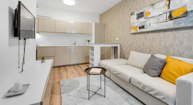 Dizajnový 2-izbový byt s predzáhradkou