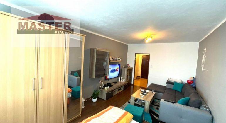 Na predaj veľkometrážny 2i byt v Bánovciach n/B- Sever/2x balkón