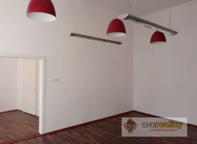 Ponúkame na prenájom komerčný priestor v centre mesta Komárno