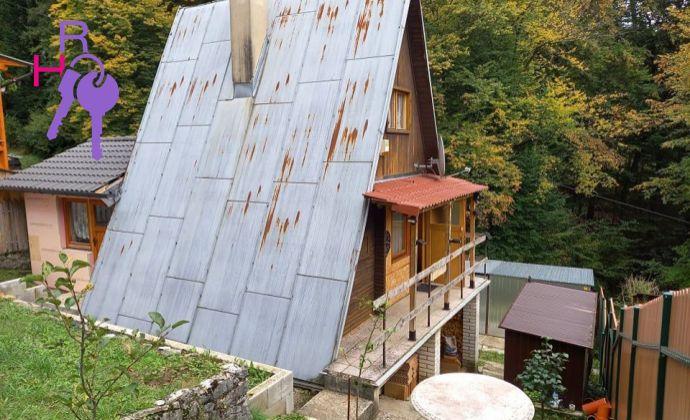 Celoročne obývateľná rekreačná chata s možnosťou trvalého pobytu v krásnom prostredí.
