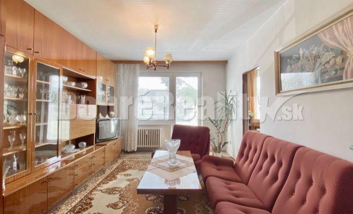 Na predaj 2 izbový byt Nováky, 63 m², 2.p./8.p., Námestie SNP