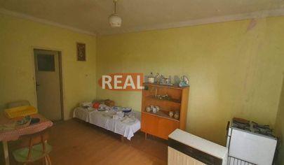 REALFINN - VEĽKÝ KÝR - Rodinný dom, chalupa s pozemkom 2400 m2 na predaj