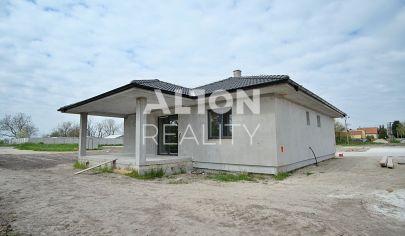 Samostatný 4 izbový rodinný dom (124,03m2) s  dokončením na kľúč, plotmi, chodníkmi v cene, pozemok 502 m2.