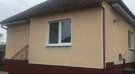 PREDAJ - 2 izbový rodinný dom s hosťovským domom v dedinke BRESTOVEC