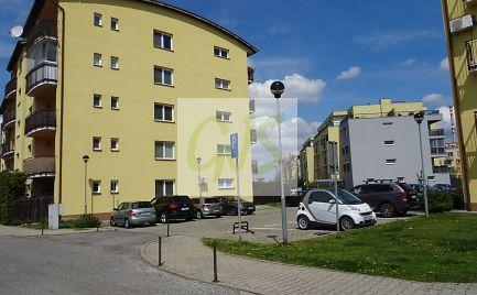TOP cena väčšieho 2-izb. bytu s krásnym balkónom v novostavbe s výťahom.