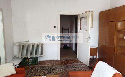 Ponúkame na predaj 3 izbový tehlový byt priamo v CENTRE s lodžiou NZ
