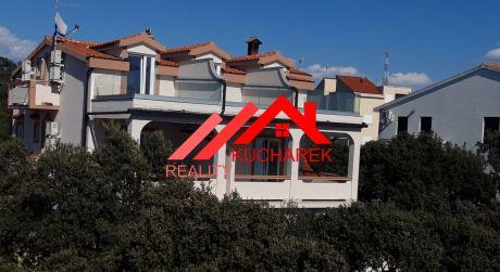Kuchárek-real: Ponúka na predaj 1 podlažie bytového domu s apartmánmi v slnečnom Chorvátsku- ostrov Pag.