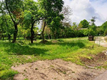 ** Na predaj stavebný pozemok 871 m2 určený na výstavbu rodinného domu - Bzince p. Javorinou / Cetuna