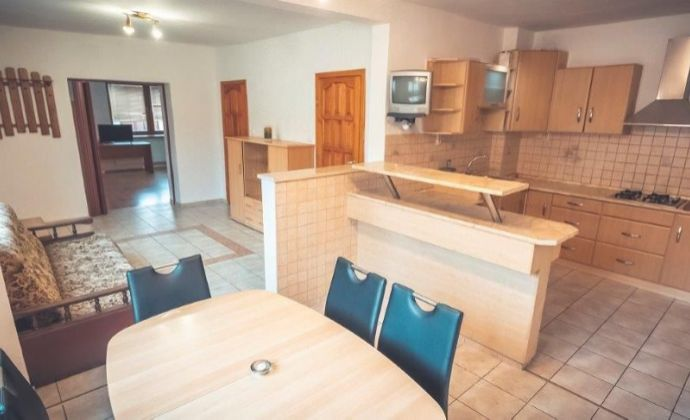 Predaj – zrekonštruovaný 3 izbový rodinný dom čiastočne podpivničený, pozemok 311m2, altánok, terasa, parkovanie  - v Hlohovci !!!!!