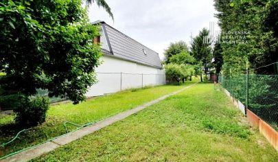 REZERVOVANÉ: Exkluzívne na predaj stavebný pozemok /krásna udržiavaná úžitková záhrada v Dúbravke – ul. Na vrátkach