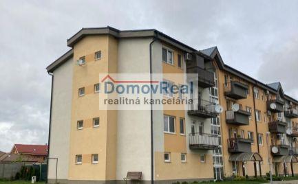 REZERVOVANÝ - Slnečný 2 izbový byt na vyhľadávanom sídlisku v Moste pri Bratislave
