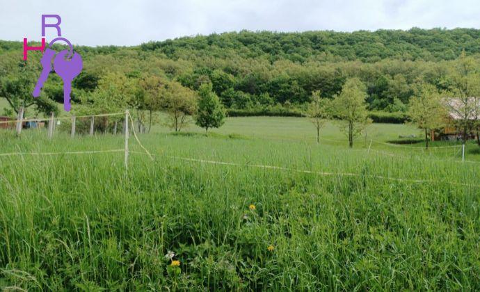 Pozemok v krásnom horskom prostredí v malo zaľudnenej obci Peťovka o výmere 1182m2