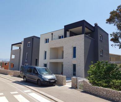 Ponúkame na predaj byty v novej výstavbe - prvý rad od mora, Vir.