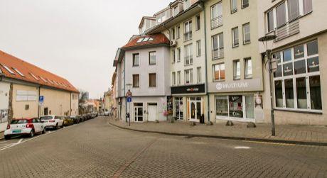 NA PRENÁJOM veľký 3 izbový byt s terasou a garážou neďaleko centra na Zámockej ulici