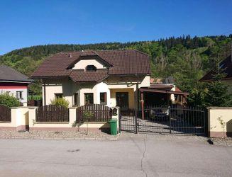 Brusno – komfortná rodinná vila s veľkou záhradou, pozemok 1213 m2