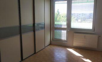 Prenájom priestranného 3 izbového bytu v Nových Zámkoch.