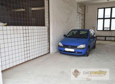 Ponúkame na prenájom veľkú garáž v Komárne